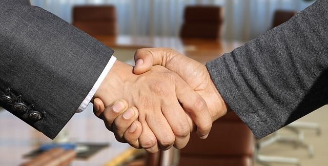 how to value a business - Shaking hands